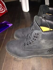 Black Timberland Boots  80 $