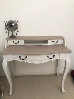 Stylish bedroom dressing table (Shabby Chic)