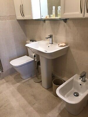 complete bathroom suite used Only 6 Months Old