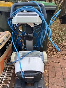 Swimming pool cleaning Robot - Dolphin X40 Plus