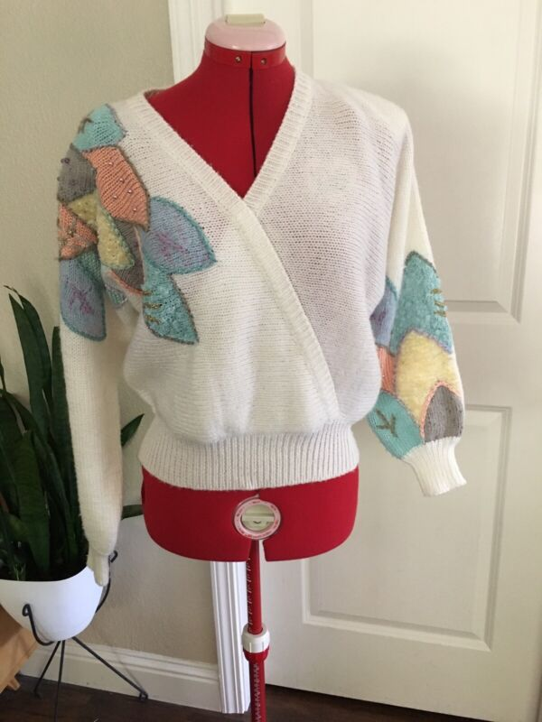 Vintage Retro White Sweater Leaves Embellishments Pastel Pink Medium V Neck