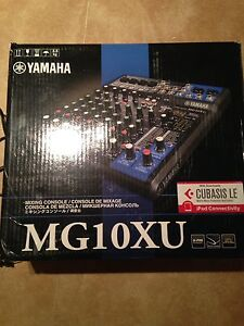 Yamaha Mixer with Mount, Stand and Case MG10XU