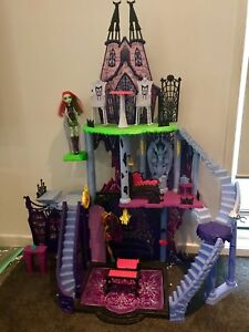 Monster High Castle Doll House Inc Furniture And 30 Dolls Toys