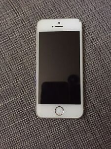 iPhone 5s (or) 16g 130$ déverrouillé