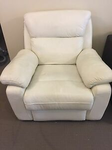 2x White single recliners. Barden Ridge Sutherland Area Preview