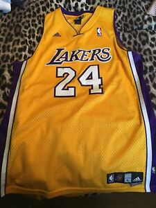 Kobe Bryant lakers jersey