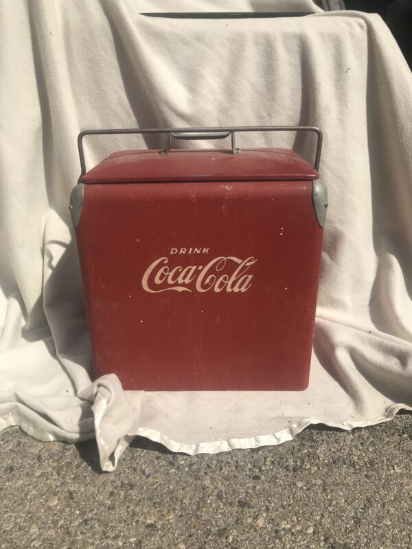ORIGINAL VINTAGE 1950'S COCA COLA COOLER IN VERY GOOD CONDITION