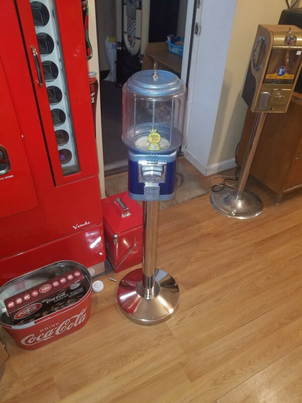 Used Richland beaver like gumball machine + SS Stand with lock and key black