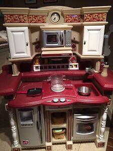 Play Kitchen / Cuisine pour Enfants