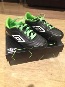 Umbro children's soccer cleats