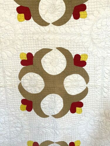 Exceptional Fine Quilting Antique Folk Art Appliqued Quilt Unusual Pattern