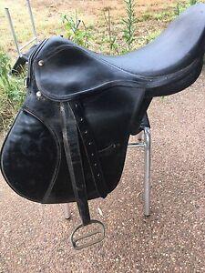 Black leather riding saddle East Branxton Cessnock Area Preview