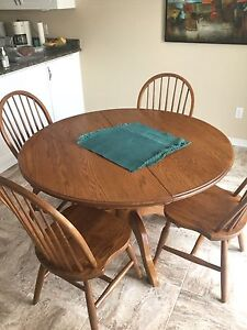 HAWLEY BROTHERS PEDESTAL TABLE -SOLID OAK-KITCHEN OR DINING ROOM