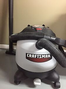 Craftsman shop vac (vacuum) - wet/dry 60 L / 5.75 HP