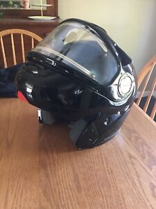 SNOWMOBILE HELMET FOR SALE, MUST SELL, OPEN TO OFFERS!!!