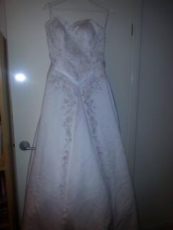 Wedding dress Mount Cotton Redland Area Preview
