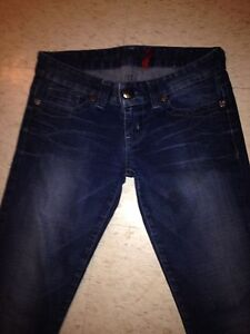 Woman's size 28 guess jeans