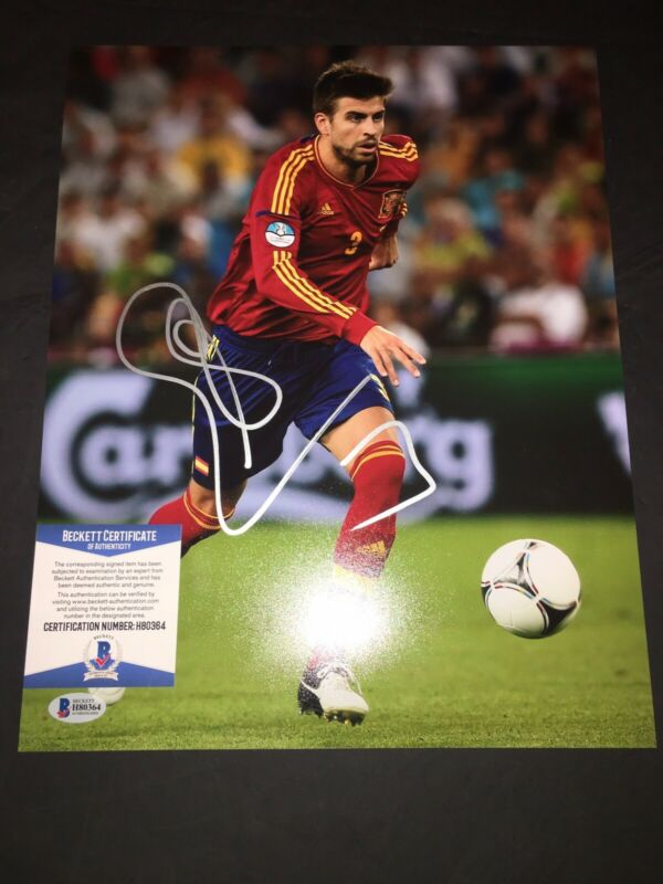 Gerard Pique Signed 11x14 Photo Barcelona Champions Beckett