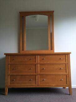 Solid 6 Drawer Newton Dresser with mirror attachment. Warriewood Pittwater Area Preview