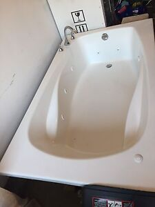 New Jacuzzi Tub with Moen Taps... 42x72