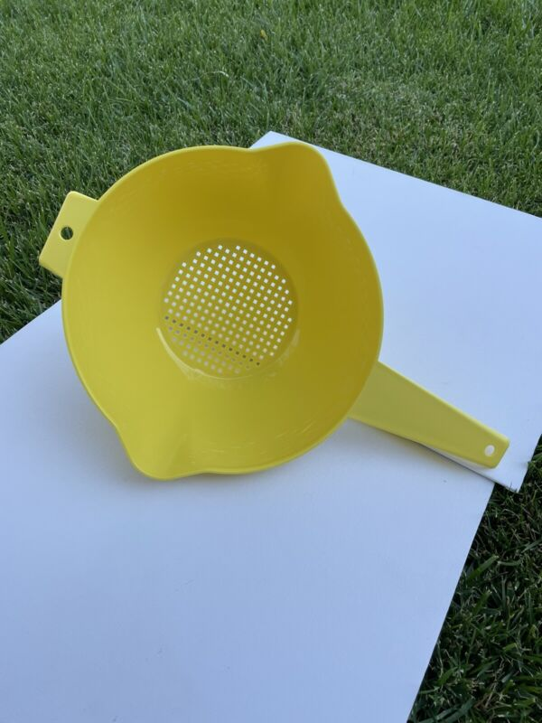 TUPPERWARE YELLOW  2 QT LARGE COLANDER STRAINER BRAND NEW & READY TO SHIP!!!!!