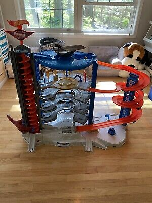 Hot Wheels Super Ultimate Garage Playset Excellent Condition Complete