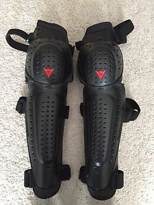 Motorcycle knee and shin guards / body armor