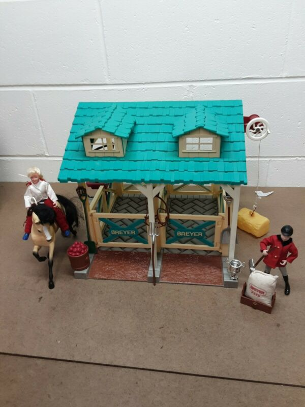 Breyer Classics Horse Wash Stable With Horse, Riders, and Lots of Accessories