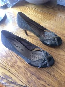 Beautiful Ladies dress shoes  size 8