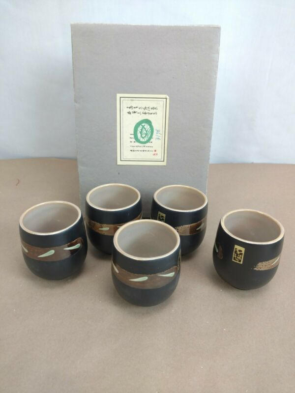 Japanese Sake Cups 5 Piece Set Nice Glaze. Excellent Condition