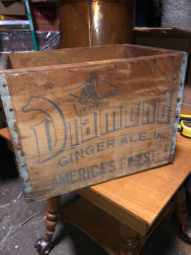 """Vintage Diamond Ginger ale crate America's Finest Watertown CT 17"""" x 12.5"""" x 12"""""""