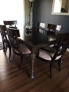 Dining Table with 6 chairs and 2 leaves