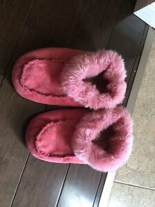 Girls slippers size 11/12