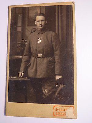 Straubing - stehender Soldat in Uniform mit Orden - Kulisse / CDV