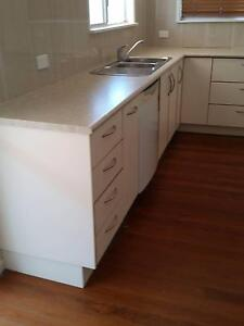 Laminate kitchen with appliances Parrearra Maroochydore Area Preview