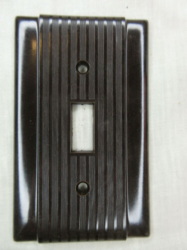 6 NEW OLD STOCK VINTAGE RIBBED BROWN BAKELITE SINGLE SWITCH  WALL PLATE COVERS