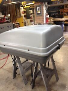 Large lockable roof carrier