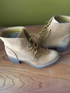 Timberland ladies size 8 or 39 leather lace up boot