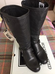 Frye Veronica slouch boots size 8 black