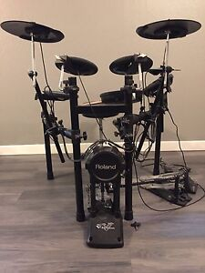 Roland TD-11 Electric Drumkit w/ drum throne and double bass