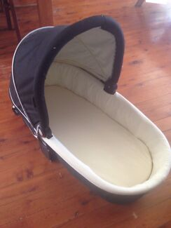 Valco bassinet  Kings Park Blacktown Area Preview