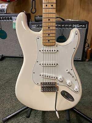 Fender Standard Stratocaster White