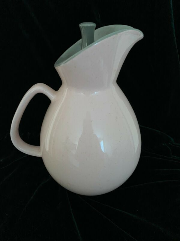 """STUNNING Harkerware SHELL PINK 8"""" PITCHER with lid Harker- excellent condition"""