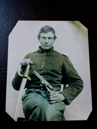 civil war Military  UNIDENTIFIED soldier with Pistol & Sword tintype C900RP