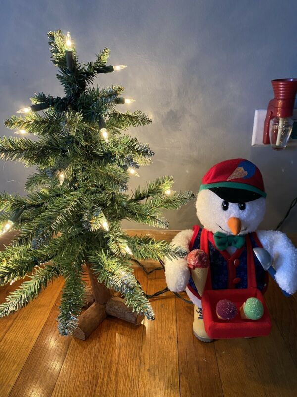 Santas Best North Pole Christmas Snowman  Animated and tree 2000