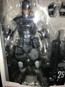 Play Arts SOLID SNAKE MGS1