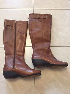Hush Puppies Brown Leather Thinsulate Winter Boots Size 7