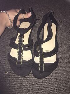 Size 8 womens black and gold sandals Cranebrook Penrith Area Preview