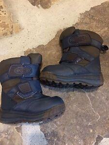 Cougar winter boots fits child size 8