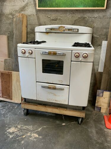 Tappan Deluxe Doughboy Antique Stove - WORKS good condition